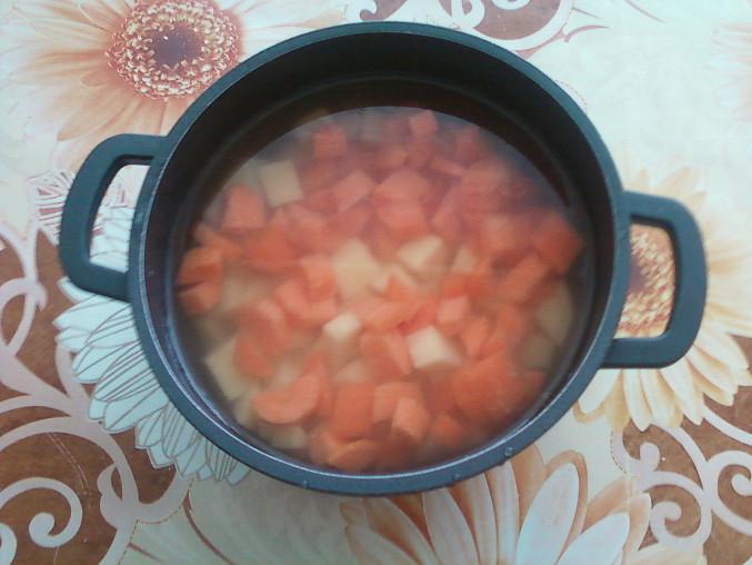 Klasická květákovo-zeleninová polévka