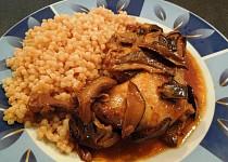 Kuře na sušených houbách a víně