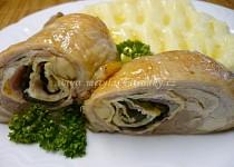 Kuřecí stehno plněné vaječnou omeletou s medvědím česnekem