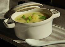 Květáková polévka s pečeným česnekem