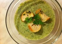 Rukolová krémová polévka s bylinkovými krutony