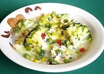 Zeleninová polévka s brokolicí a vaječnou jíškou