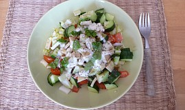 Zeleninový salát s jogurtovým dresingem