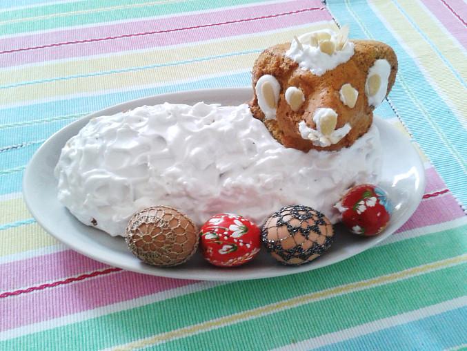 Beránek z ořechového těsta se sněhovou čepicí