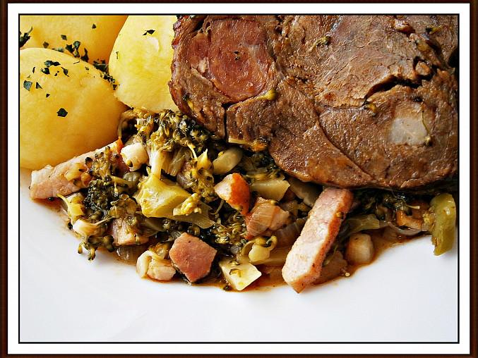 Brokolice jako příloha k různě upravenému masu, Podáváme s bramborem a masem