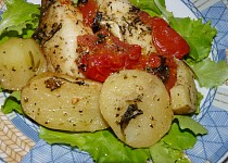 Bylinkový hejk na salátu s rajskou peřinkou