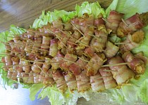 Gyrosové kuřecí kousky zabalené v anglické slanině