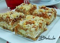 Jablečný koláč s pudinkem a piškoty