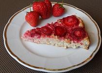 Ovesný koláč s jogurtem a ovocem