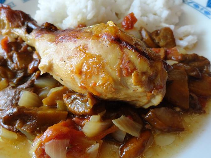 Pečené kuře na houbách a zelenině