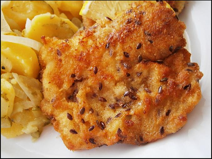 Ryby v semínkovém trojobalu s cibulovo bramborovým salátem, Detail ryby