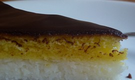Tříbarevný kokosový řez