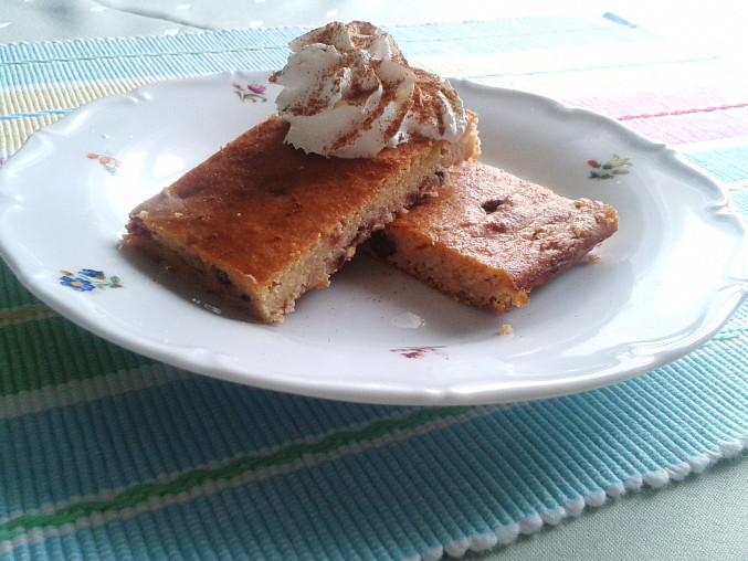 Tvarohový špaldovo-kukuřičný koláč s ovocem
