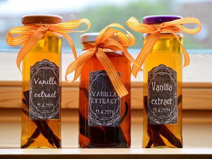 Vanilkový extrakt se hodí i jako skvělý dárek pro přátele, co rádi pečou.