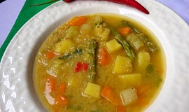 Zeleninová polévka s červenou čočkou a zázvorem