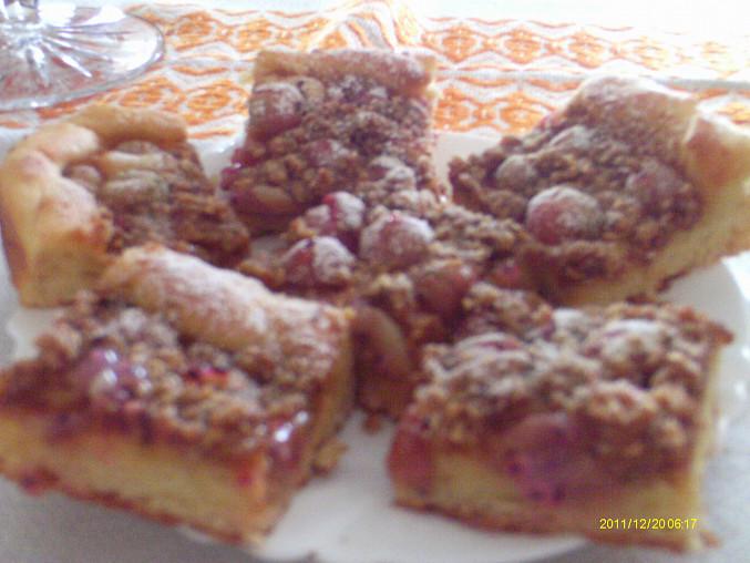 Angreštový koláč s perníkovou drobenkou