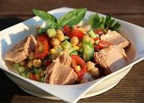 Cizrnový salát se zeleninou a tuňákem