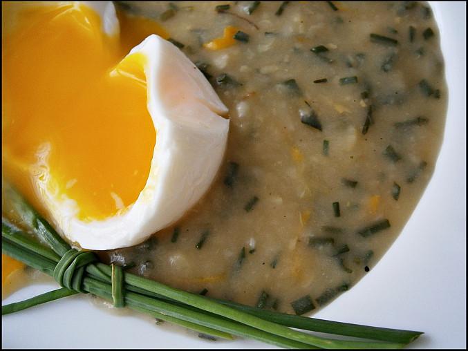 Cuketová omáčka z dužiny,bez zahuštění, S vejcem uvařeným v igelitovém svačinovém sáčku...jako ztracené :-)