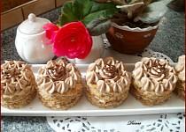 Cuketové dortíčky s ořechy a kávovým krémem