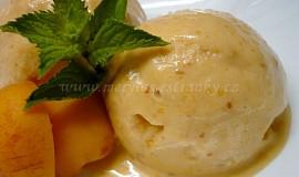 Domácí meruňková zmrzlina