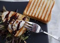 Grilované hrušky s čokoládovo-balsamicovou redukcí a krémem z gorgonzoly