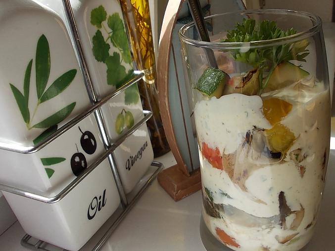 """""""Grilovaný pohár"""" s česnekovým dresinkem"""
