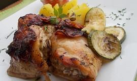 Kuřecí balíčky na grilu,  s uzeným bokem, sušenými rajčátky a cuketou