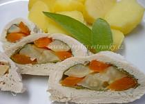Kuřecí rolka s kořenovou zeleninou a šalvějí v dietní úpravě