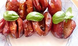 Marinované švestky na grilu