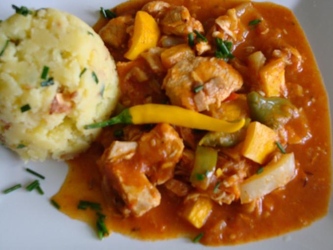Pikantní kuřecí na zelenině