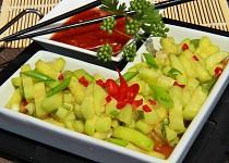Sladkokyselý pikantní okurkový salát