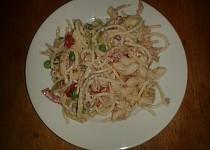 Těstovinový salát s kysanou smetanou