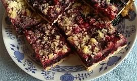 Třený borůvkový koláč s drobenkou