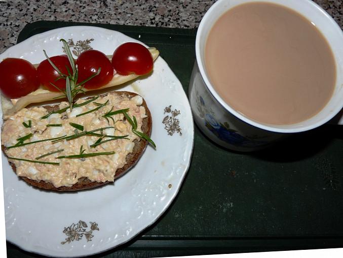 Vaječná pomazánka s metským salámem a sýrem