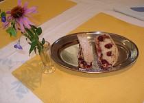 Závin s třešňovo-krémovou náplní - maďarský