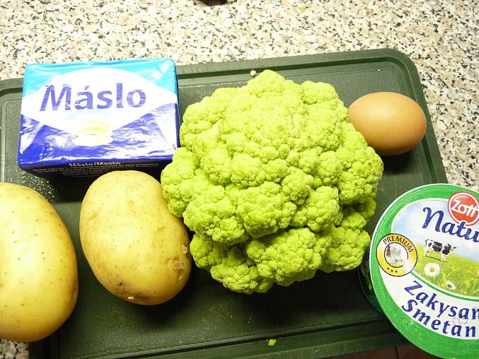 Zelený květák s bramborem  dušený v zakysance
