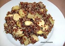 Červená quinoa s ananasem, mandlemi a kuřecím