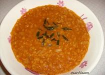 Hustá polévka z červené čočky