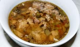 """Králičí polévka s libečkem a """"bobky"""""""