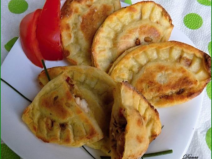 Křehké bramborové taštičky s kořeněnou masovou směsí