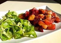 Pečená červená řepa s brambory a cibulí