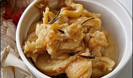 Pečený česnek s rozmarýnem