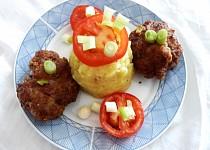 Pikantní karbanátky s uzeným jizerským sýrem s medvědím česnekem