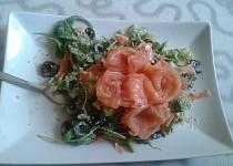 Salát s uzeným lososem