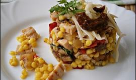 Salát z grilovaného masa a zeleniny, s tarhoňou