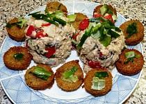 Salát z pečenáče a korunních sardinek s česnekovými krutonky