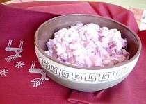 Sójový salát s červenou řepou  a česnekovým dressingem