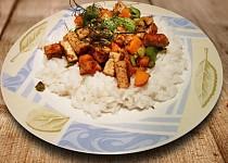 Barevné tofu s jasmínovou rýží