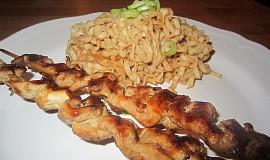 Kuřecí satay s arašídovými nudlemi