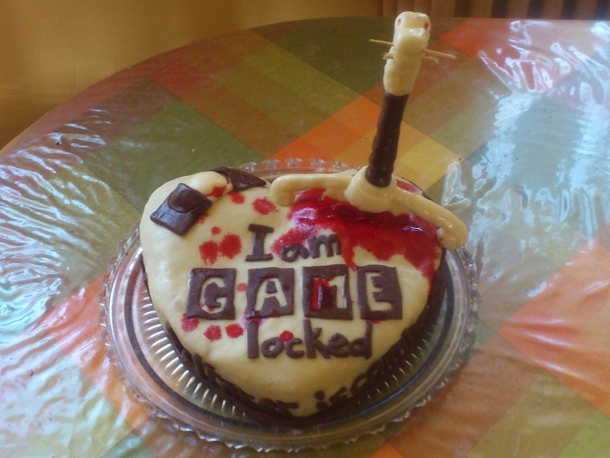 Levnější falešný marcipán, poslední z dceřiných perníkových dortů kombinoval Sherlocka Holmese a Hru o trůny